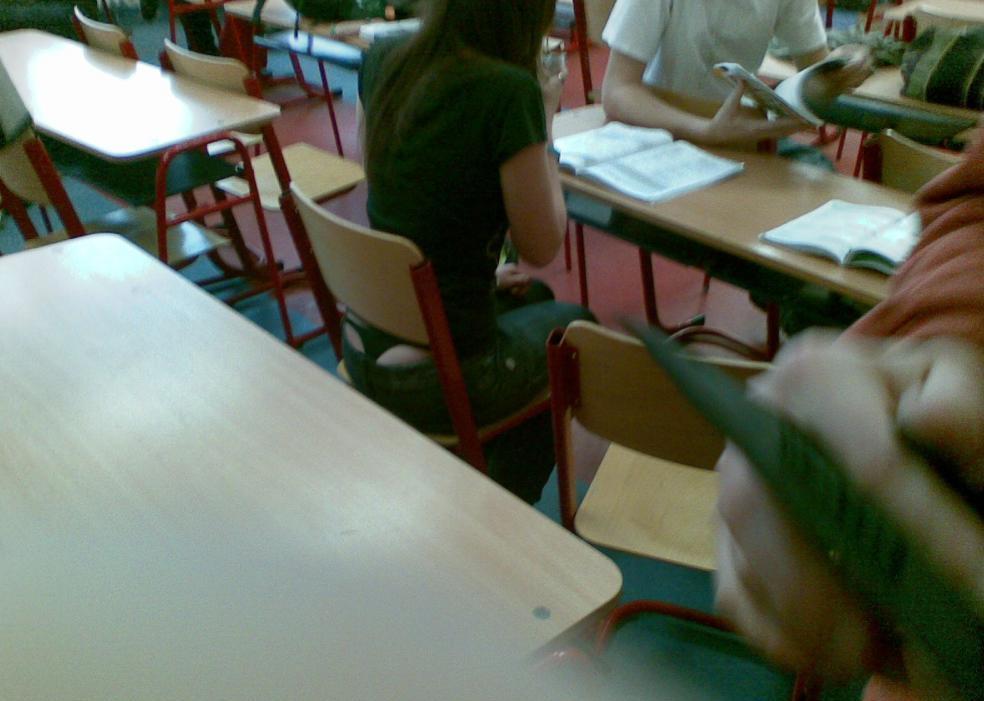 【盗撮】学校の教室でパンチラ撮りまくったマジキチが写真を晒すwwwwww・31枚目