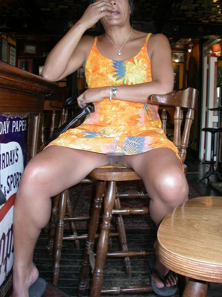 熟女さん、欲求不満から異常にマンコを見せたがる病気になってしまう。wwwwww(エロ画像)・23枚目