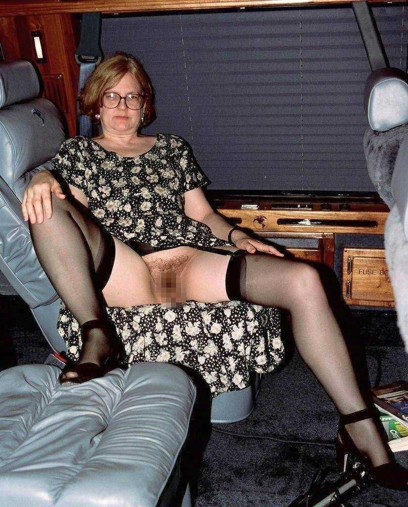 熟女さん、欲求不満から異常にマンコを見せたがる病気になってしまう。wwwwww(エロ画像)・26枚目