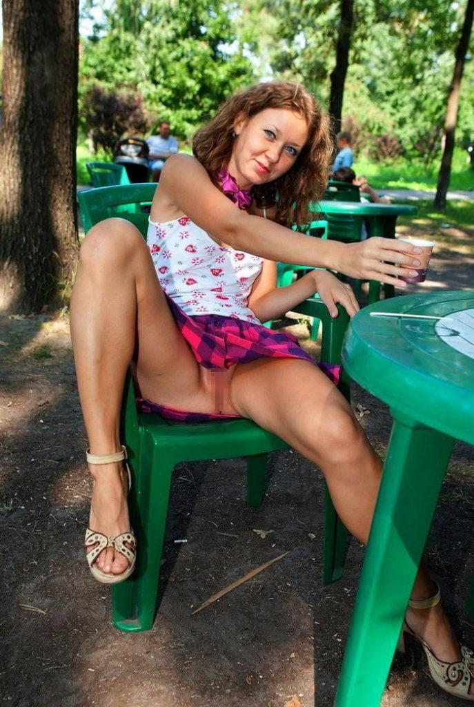 熟女さん、欲求不満から異常にマンコを見せたがる病気になってしまう。wwwwww(エロ画像)・29枚目