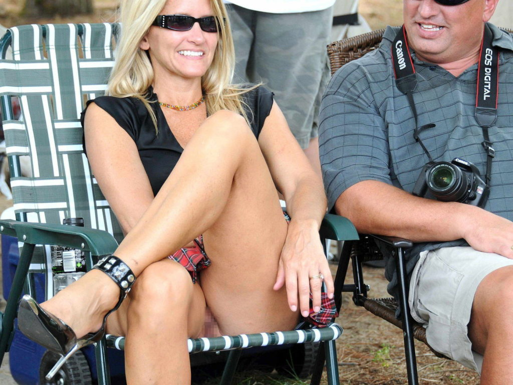 熟女さん、欲求不満から異常にマンコを見せたがる病気になってしまう。wwwwww(エロ画像)・34枚目