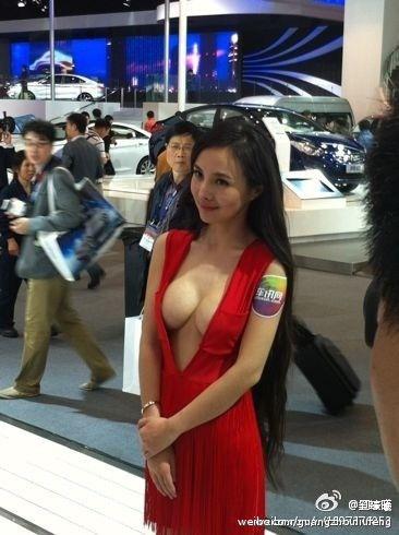 【エロ画像】ストリップ劇場と化した中国のモーターショー。車はいらんwwwwww・8枚目