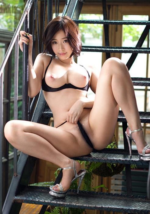 【悲報】無修正AVが流出したセクシー女優のご尊顔wwwwwwwwwww(画像あり)・2枚目