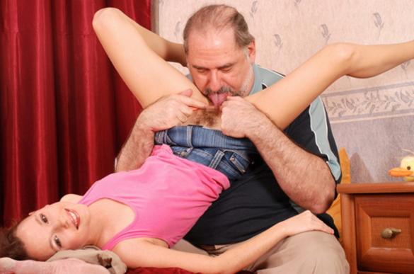 【エロ画像】親子ほどの年の差がある男女のセックス見て興奮する奴いる???・1枚目