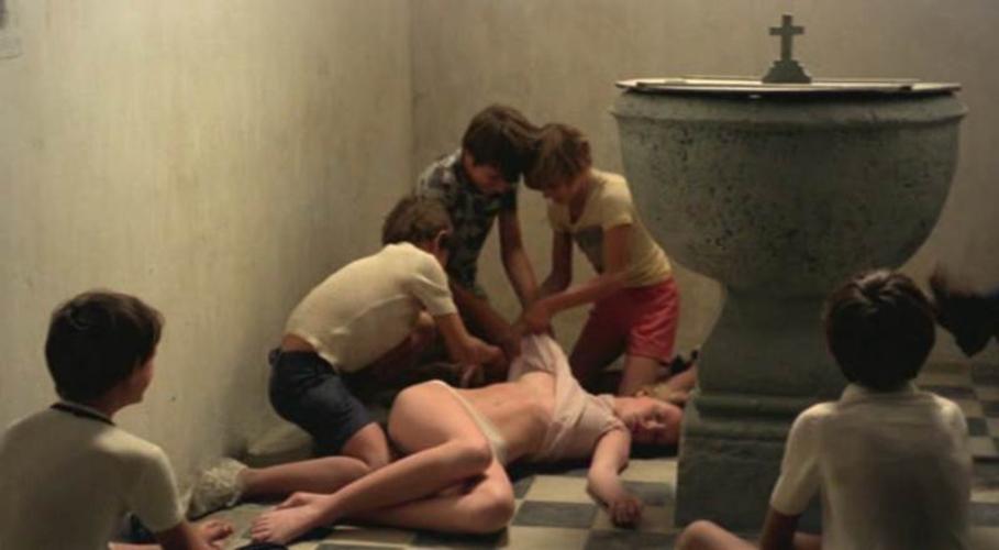 【エログロ】映画で映った女性の全裸ただ役柄は「死体」です・・・(画像あり)・1枚目