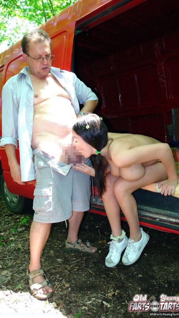 【エロ画像】親子ほどの年の差がある男女のセックス見て興奮する奴いる???・10枚目