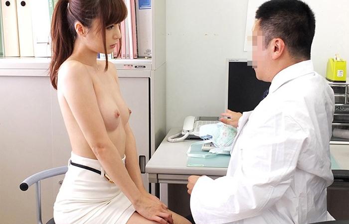 【おっぱい】変態医師の触診が撮影される。さすがに羨ましいwwwwwww・11枚目