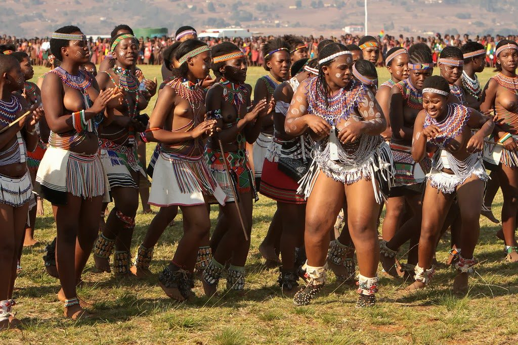 部族女子の「最強のおっぱい」がこれ。豊胸並みの美巨乳ヤバすぎwwwwww・13枚目
