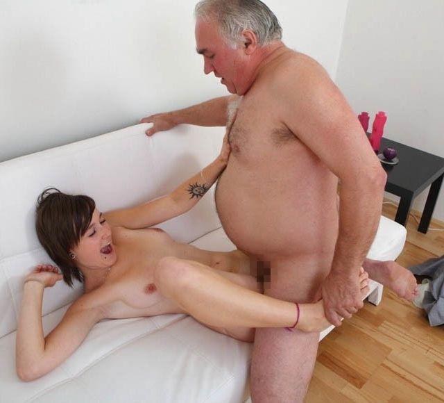 【エロ画像】親子ほどの年の差がある男女のセックス見て興奮する奴いる???・13枚目