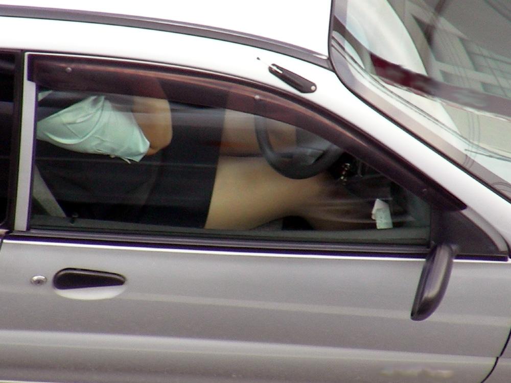 【素人盗撮】トラックから盗撮されたオナニーエロ画像がこれwwwwwwwww・14枚目