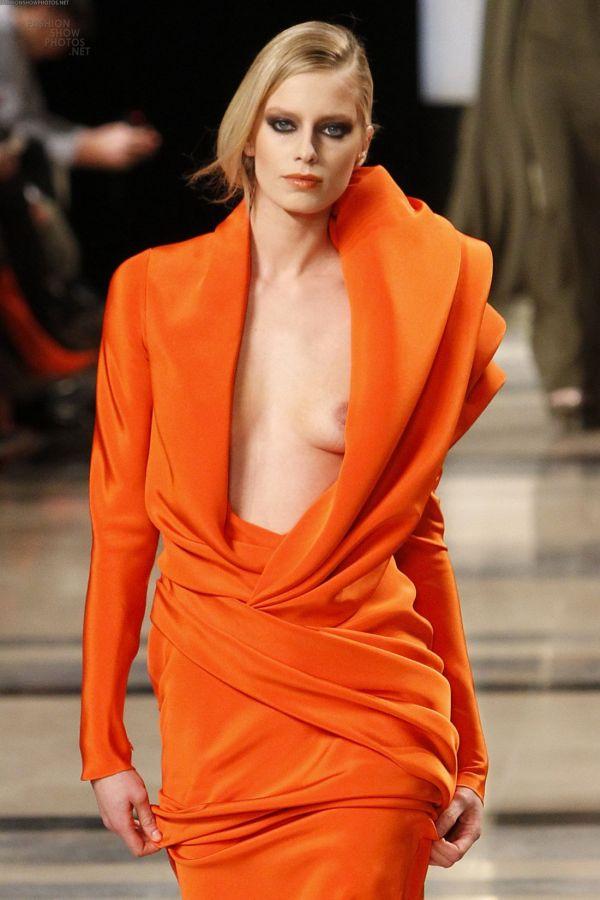 【パリコレ】エロすぎる世界一のファッションショー、おっぱいも最強やったwwwww(56枚)・15枚目