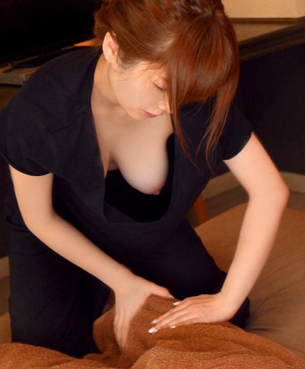【人妻エロ】欲求不満の奥さんがチラチラ見せる神乳が勃起不可避ですwwwww・15枚目