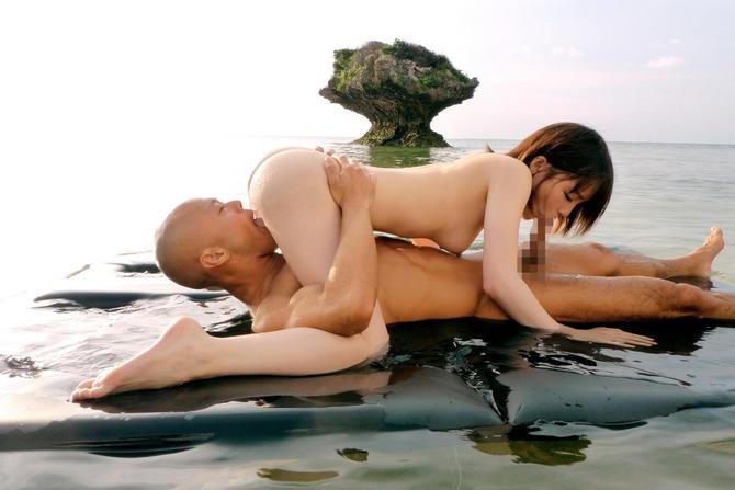 【エロGIF】小峠さん、女の乳首を強引に舐め回す…クッソ必死やんwwwwww・2枚目