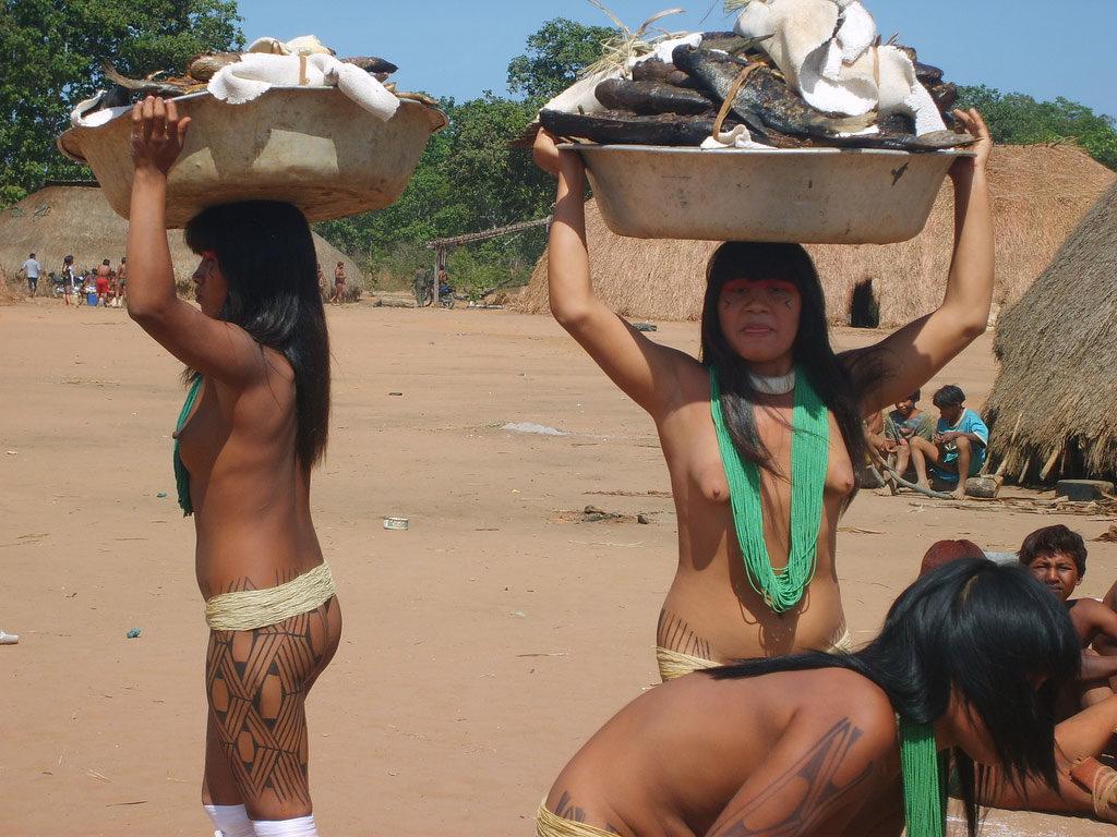 部族女子の「最強のおっぱい」がこれ。豊胸並みの美巨乳ヤバすぎwwwwww・25枚目