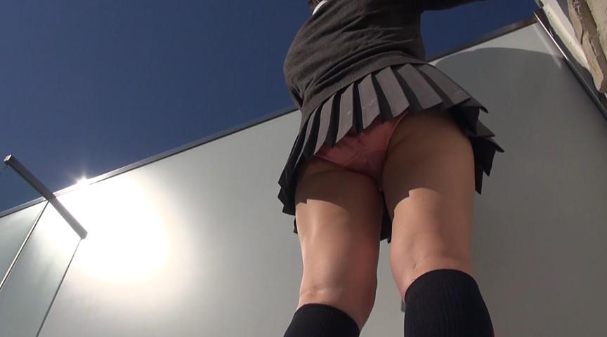 【JKエロ】制服女子のスカートから見える「太もも」がガチでたまらんwwwwww(エロ画像)・25枚目