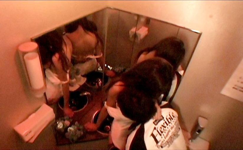 【キャバ嬢】売上の為にトイレで「枕営業」してる光景を撮影されるwwwwwww・33枚目