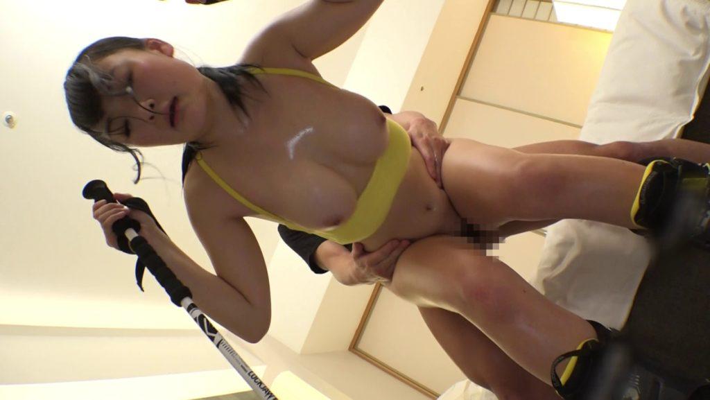 【エロ画像】エッチなユニフォームのアスリート女子の着衣セックス。(39枚)・37枚目