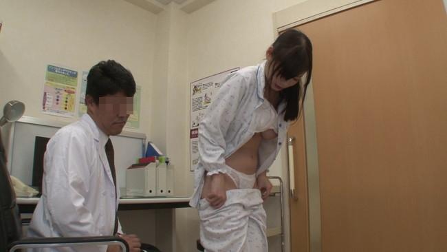 【おっぱい】変態医師の触診が撮影される。さすがに羨ましいwwwwwww・4枚目