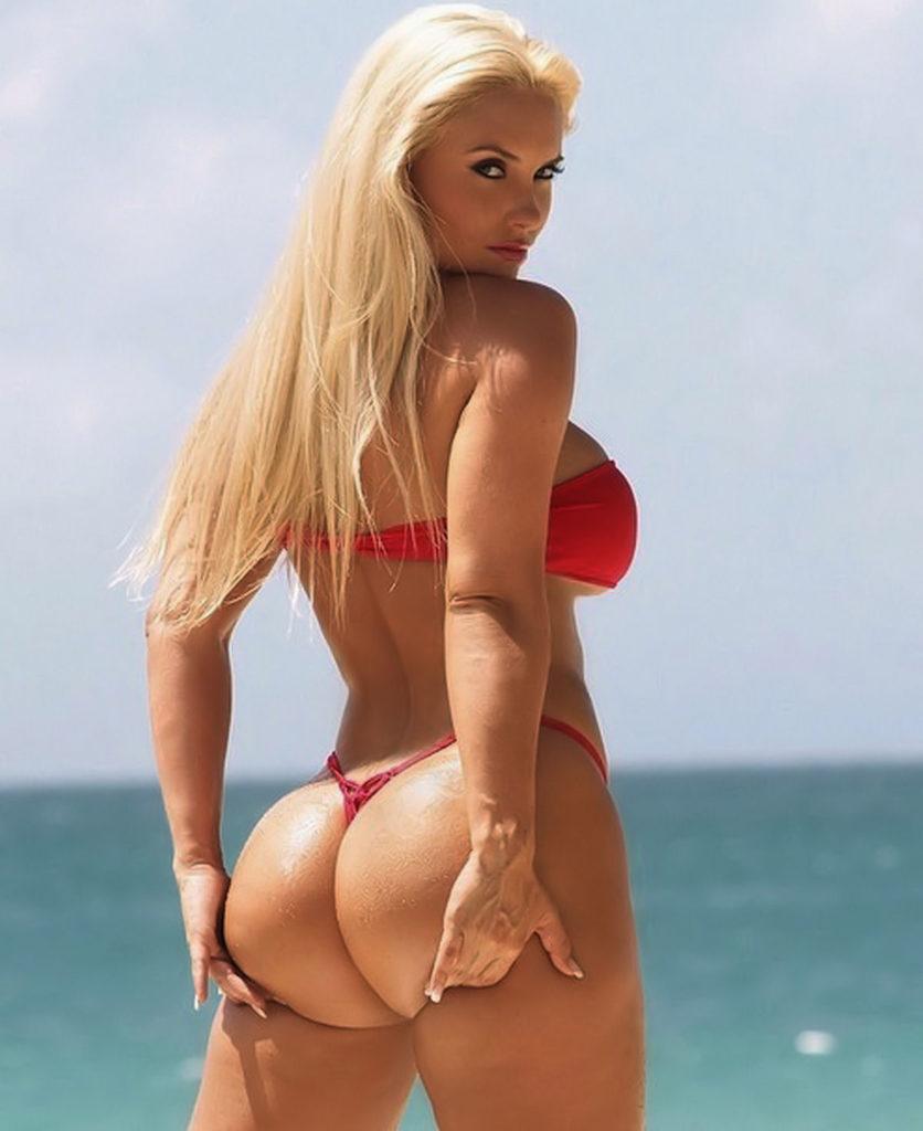 """【エロ画像】ブラジルのビーチで""""神の尻""""を持つ女たちが撮影されるwwwwww・10枚目"""