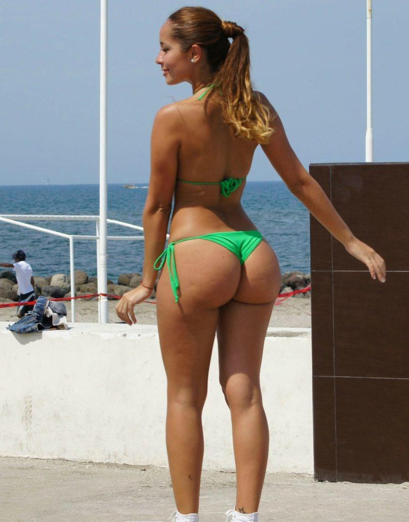 """【エロ画像】ブラジルのビーチで""""神の尻""""を持つ女たちが撮影されるwwwwww・11枚目"""