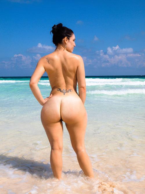 """【エロ画像】ブラジルのビーチで""""神の尻""""を持つ女たちが撮影されるwwwwww・2枚目"""