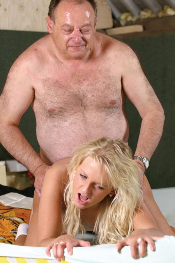 【エロ画像】親子ほどの年の差がある男女のセックス見て興奮する奴いる???・8枚目