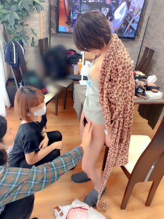 深田結梨(AV女優)撮影前に「マン毛」を調整し撮影されるwwwwww(画像あり)・1枚目