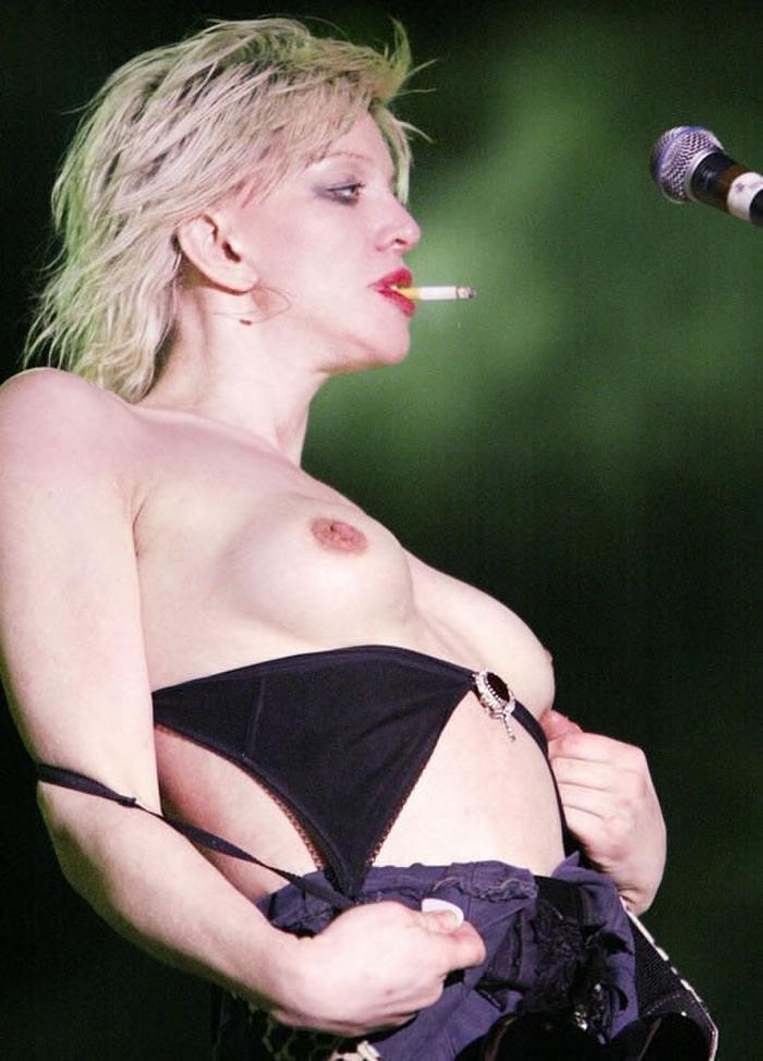 """""""全裸""""でライブしてる女性歌手一覧がこちら。いっぱいおるやんけwwwwww(エロ画像)・1枚目"""