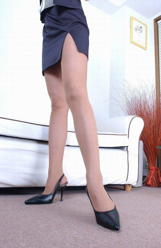"""【太もも】スカートのスリットから見える""""脚""""に興奮する奴の為のエロ画像集(25枚)・10枚目"""