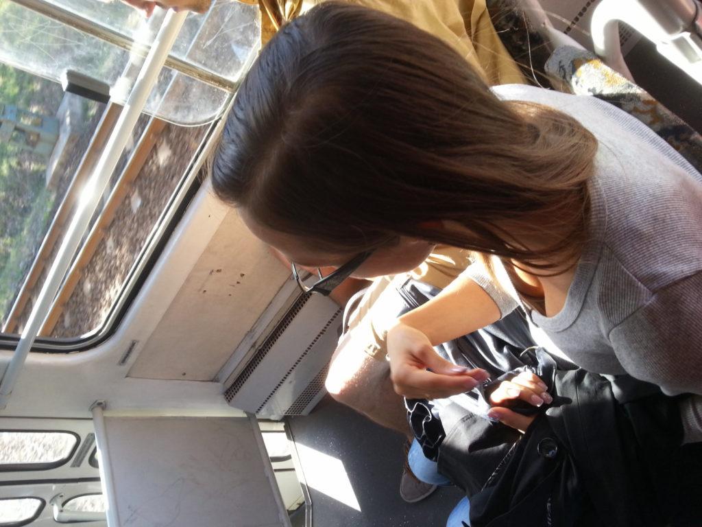 【盗撮】電車内でこっそりスマホで撮影したエッロい素人さんのエロ画像wwwww・11枚目