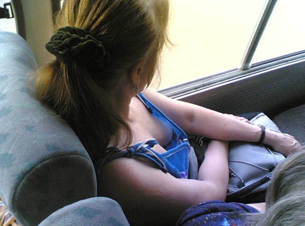 【盗撮】電車内でこっそりスマホで撮影したエッロい素人さんのエロ画像wwwww・13枚目