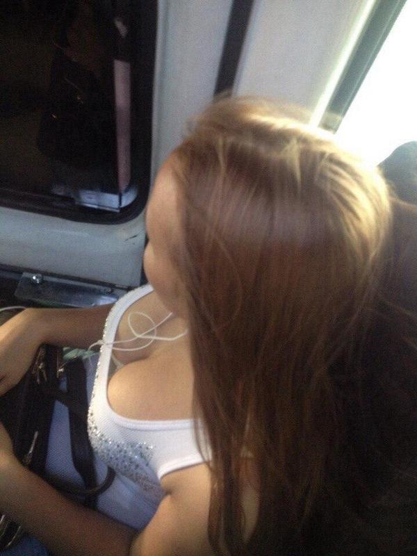 【盗撮】電車内でこっそりスマホで撮影したエッロい素人さんのエロ画像wwwww・15枚目