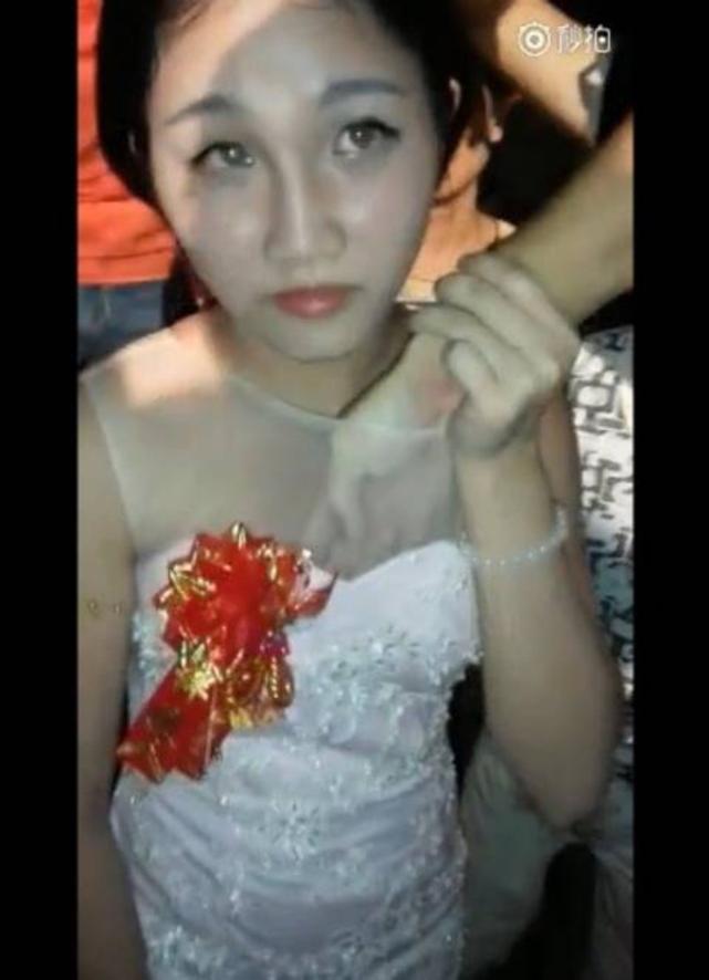 【中国エロ】結婚式で性接待させられる花嫁さん…この文化ヤバいwwwww・20枚目