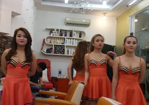 【エロ画像】ベトナムの抜きアリ理髪店がこちらです。メインは抜きwwwwww・22枚目