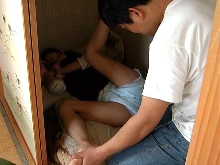 【セックス】押入れでこっそりヤル女のエロ画像。このアングル神すぎない?wwwww・24枚目