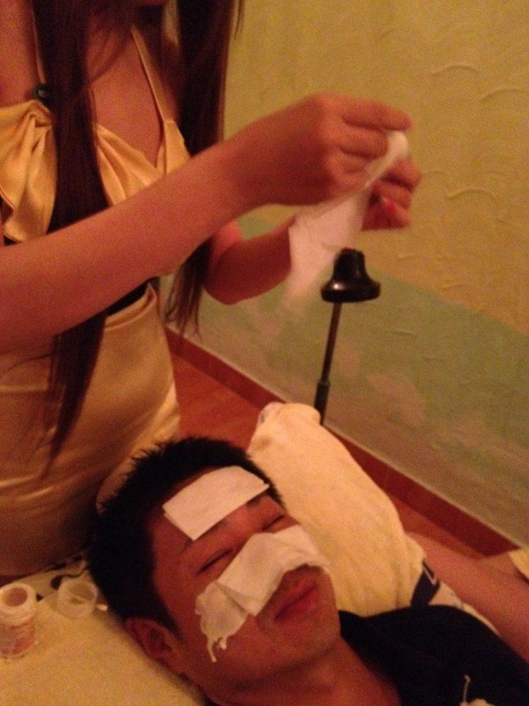 【エロ画像】ベトナムの抜きアリ理髪店がこちらです。メインは抜きwwwwww・25枚目