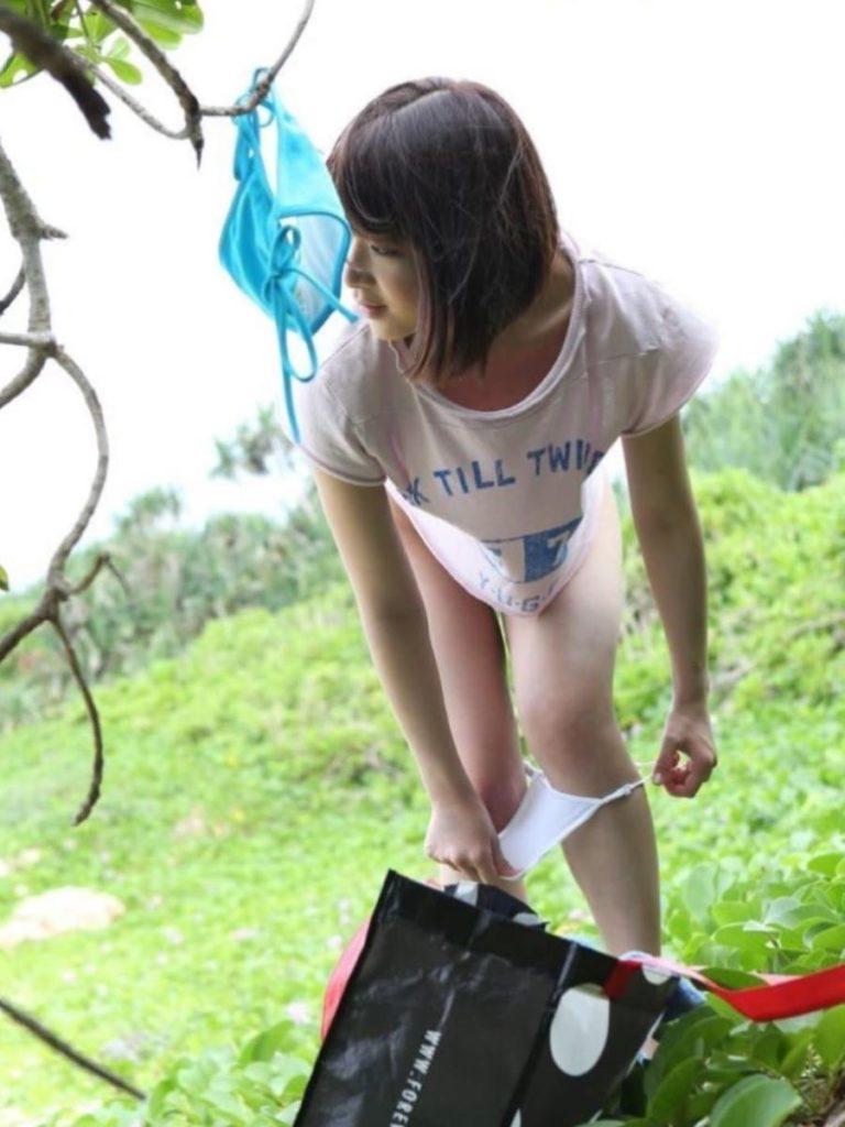 【盗撮】生着替えしてる素人女さん、バッチリ撮影され晒されてしまう・・・(エロ画像)・25枚目