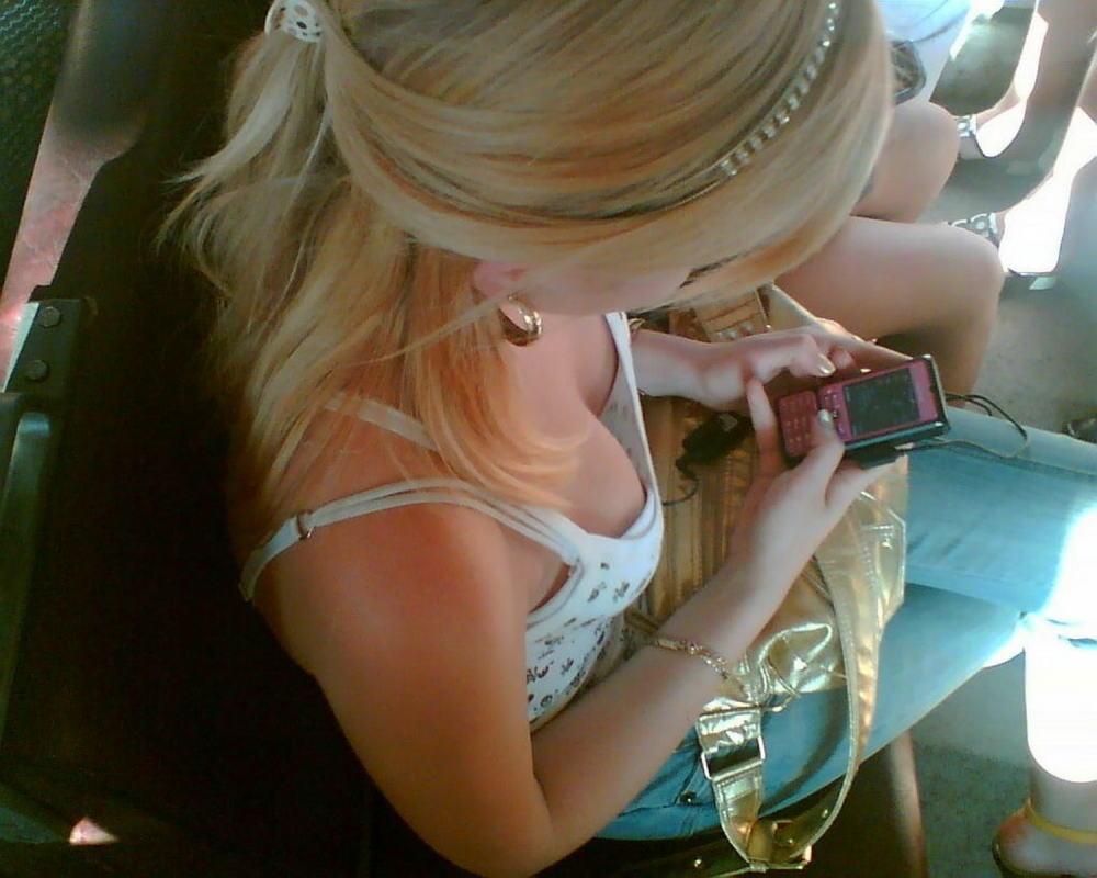 【盗撮】電車内でこっそりスマホで撮影したエッロい素人さんのエロ画像wwwww・26枚目