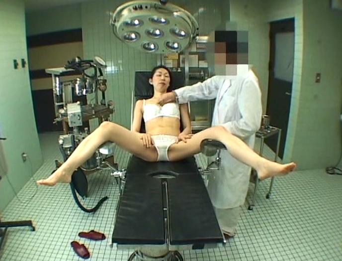 【エロ画像】手術室でレイプされる女さん、抵抗できずヤラれ放題。。・28枚目