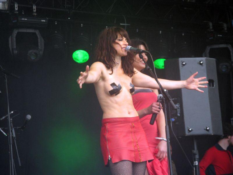 """""""全裸""""でライブしてる女性歌手一覧がこちら。いっぱいおるやんけwwwwww(エロ画像)・35枚目"""