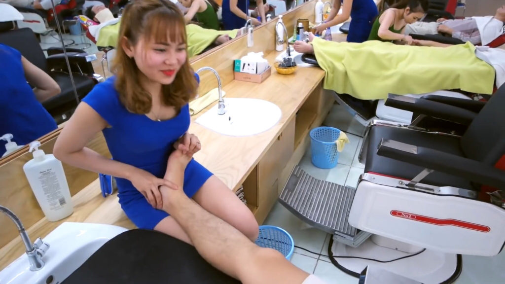 【エロ画像】ベトナムの抜きアリ理髪店がこちらです。メインは抜きwwwwww・6枚目