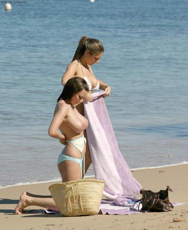ビーチで公開着替えしてる女さん、バッチリ撮影される。モロ出しやんwwwww(28枚)・7枚目
