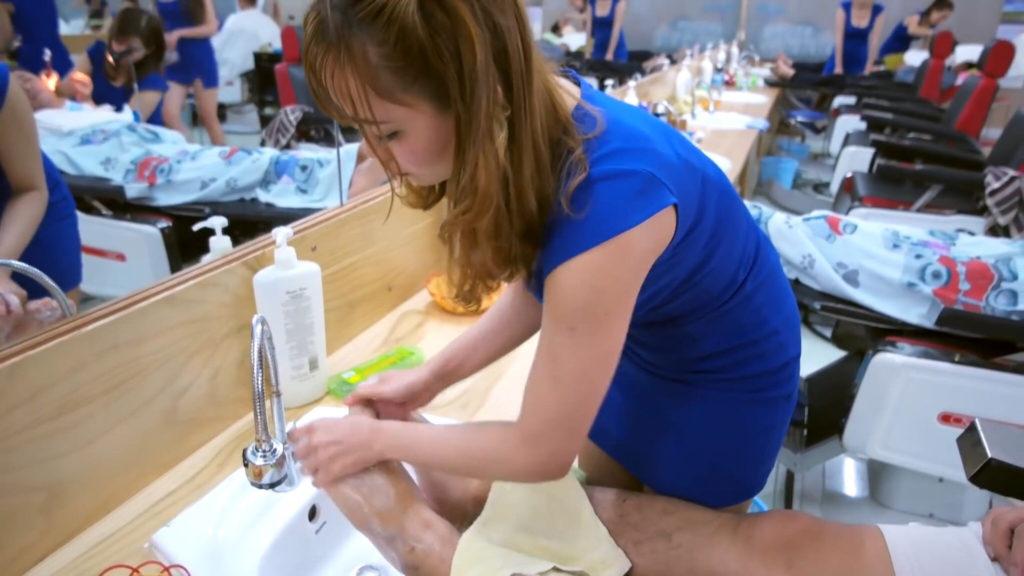 【エロ画像】ベトナムの抜きアリ理髪店がこちらです。メインは抜きwwwwww・7枚目