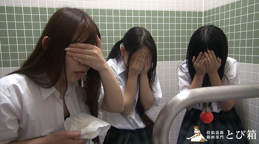 【3人組】3人の制服女子をトイレで撮影した映像。これ大丈夫なん??・27枚目