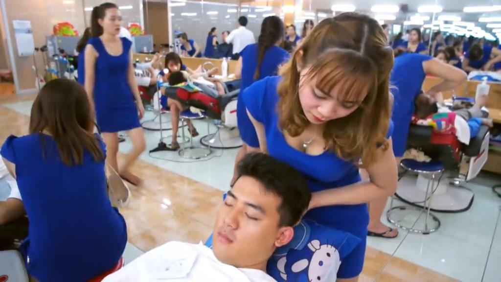 【エロ画像】ベトナムの抜きアリ理髪店がこちらです。メインは抜きwwwwww・8枚目