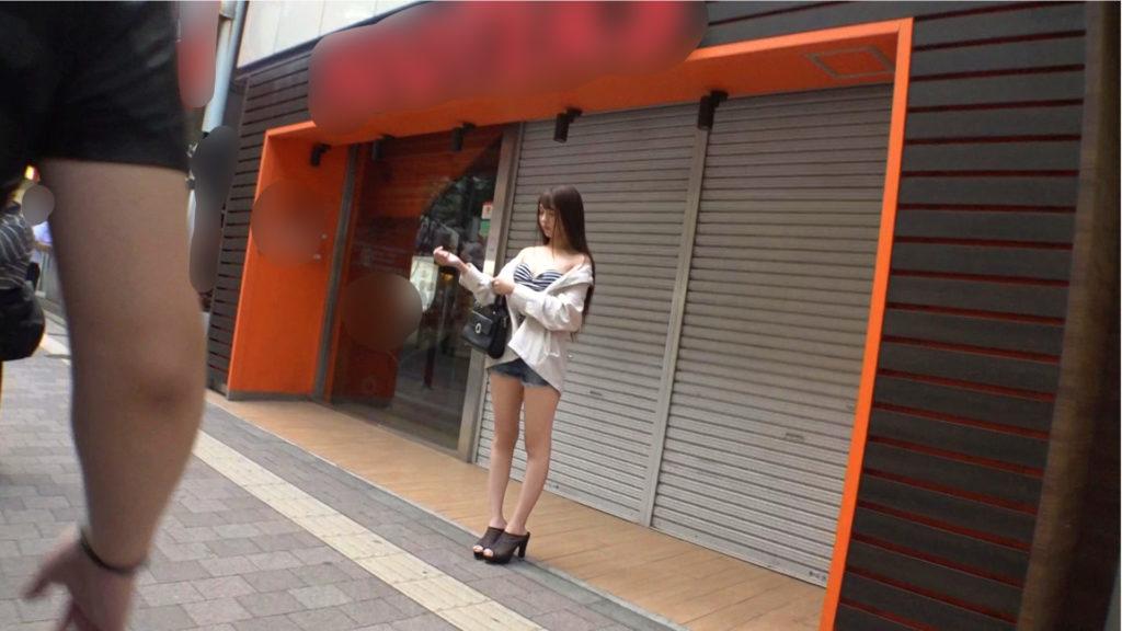 【読者モデル】8等身ボディーの女がチンポ2本にフルボッコにされるエロ動画wwwwww・1枚目