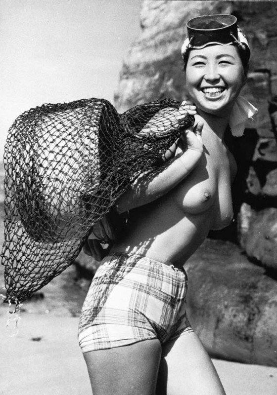 おっぱい丸出しの昔の「海女さん」自然に鍛えられた身体がこちら。(エロ画像)・1枚目
