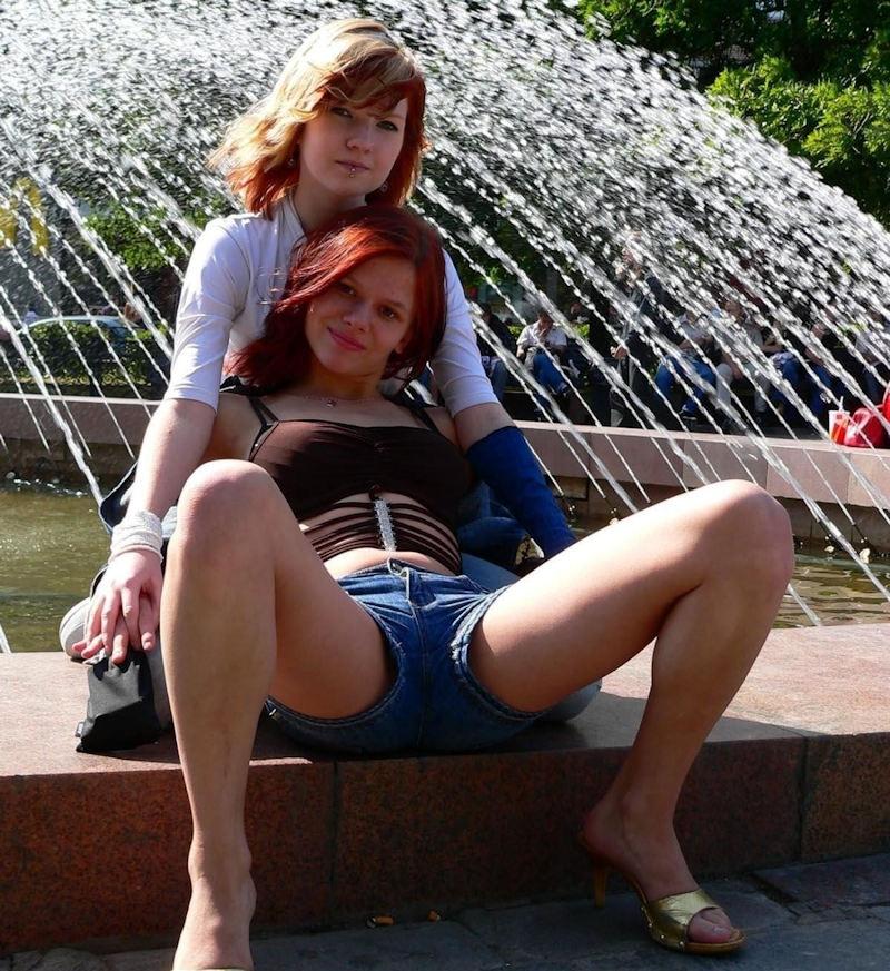 【エロ画像】海外で撮影されたショーパン女子、若すぎない?wwwwww・1枚目