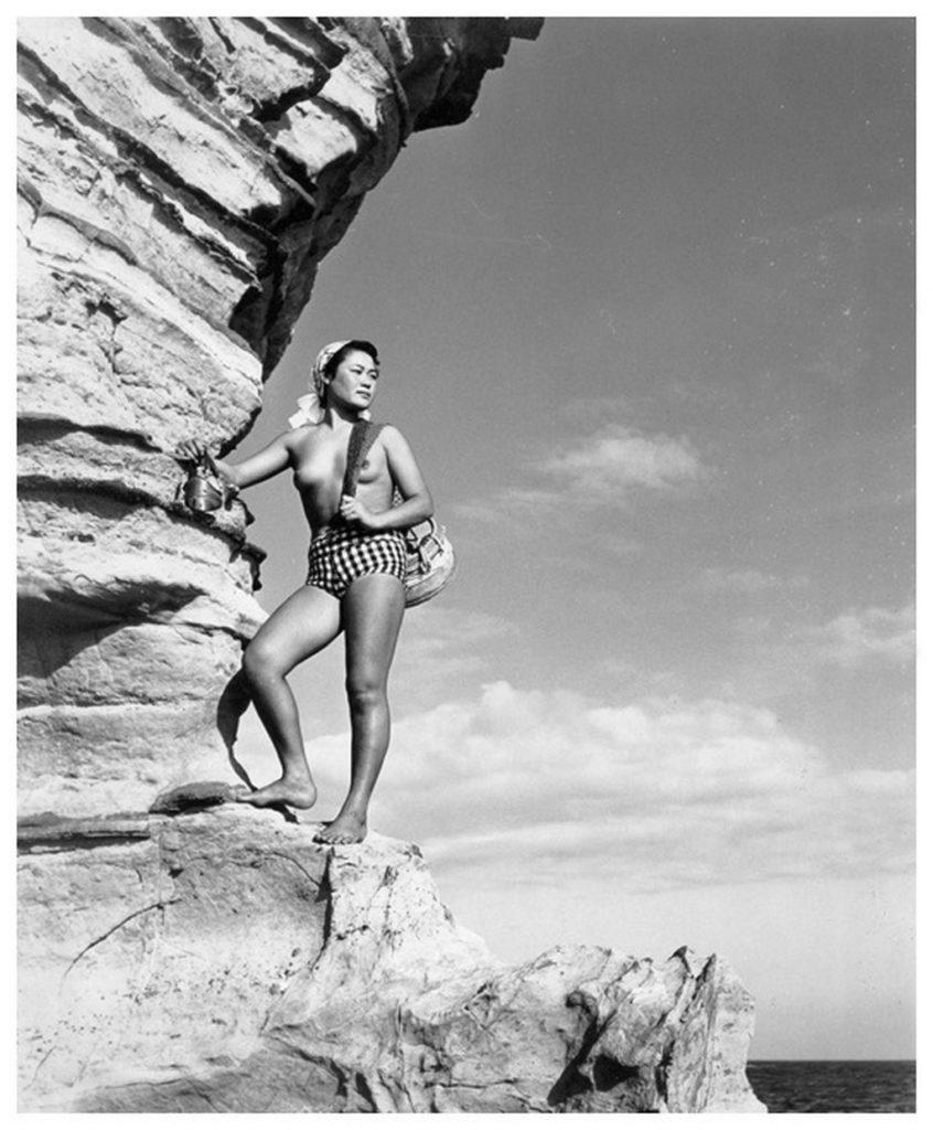 おっぱい丸出しの昔の「海女さん」自然に鍛えられた身体がこちら。(エロ画像)・11枚目