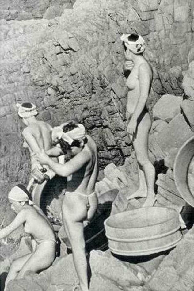 おっぱい丸出しの昔の「海女さん」自然に鍛えられた身体がこちら。(エロ画像)・13枚目